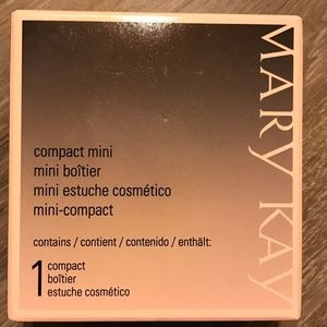 Mary Kay mini compact